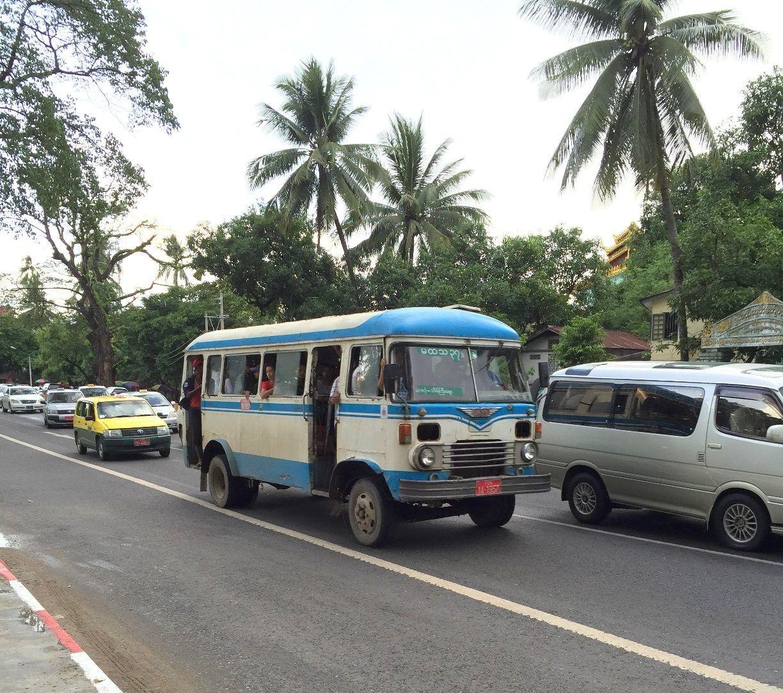 ミャンマーでもう見られなくなる!?日野製バス
