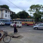 ミャンマーでは歩きスマホはリアルに危険